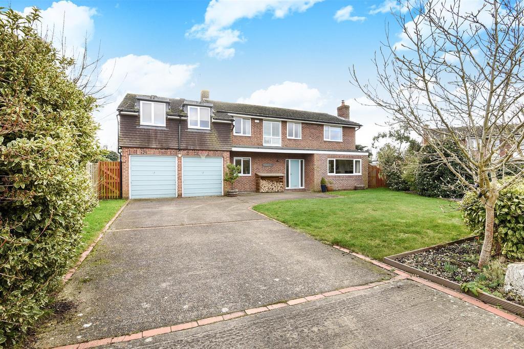 4 Bedrooms Detached House for sale in Goodwood Gardens, Runcton