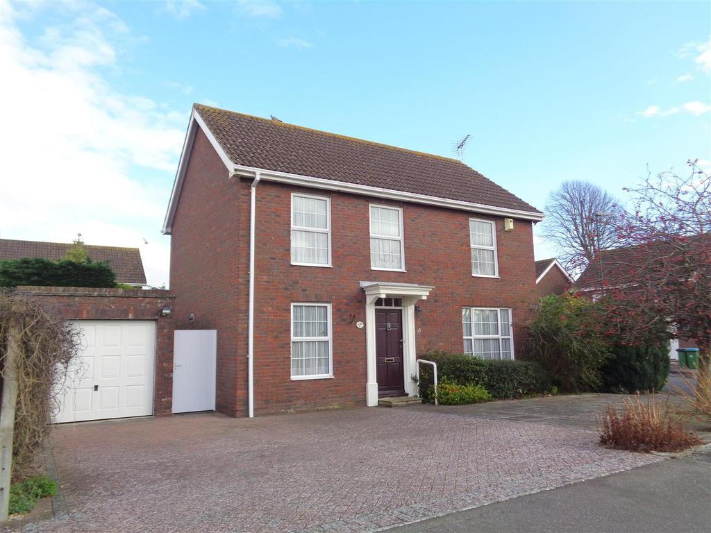 4 Bedrooms Detached House for sale in Alexander Close, Aldwick