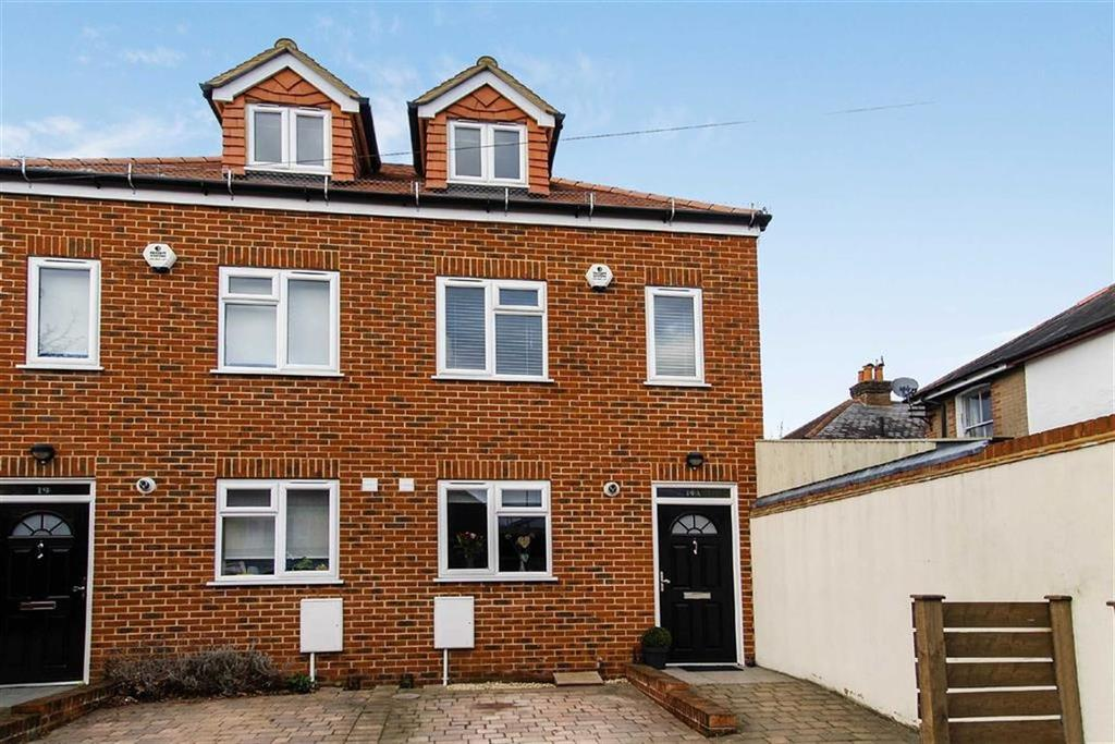 3 Bedrooms Semi Detached House for sale in Meadrow, Godalming, Surrey, GU7
