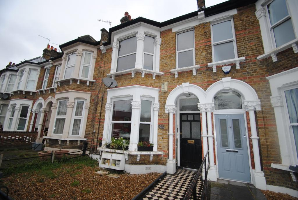 2 Bedrooms Flat for sale in Hither Green Lane Hither Green SE13