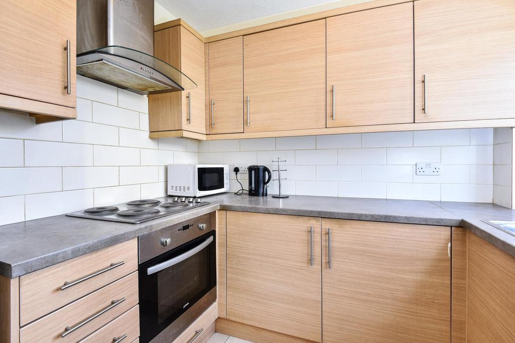 2 Bedrooms Flat for sale in St. Benedicts Close, Tooting