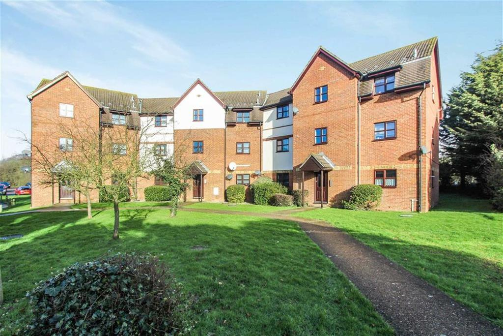 1 Bedroom Apartment Flat for sale in Chestnut House, Wickford, Essex