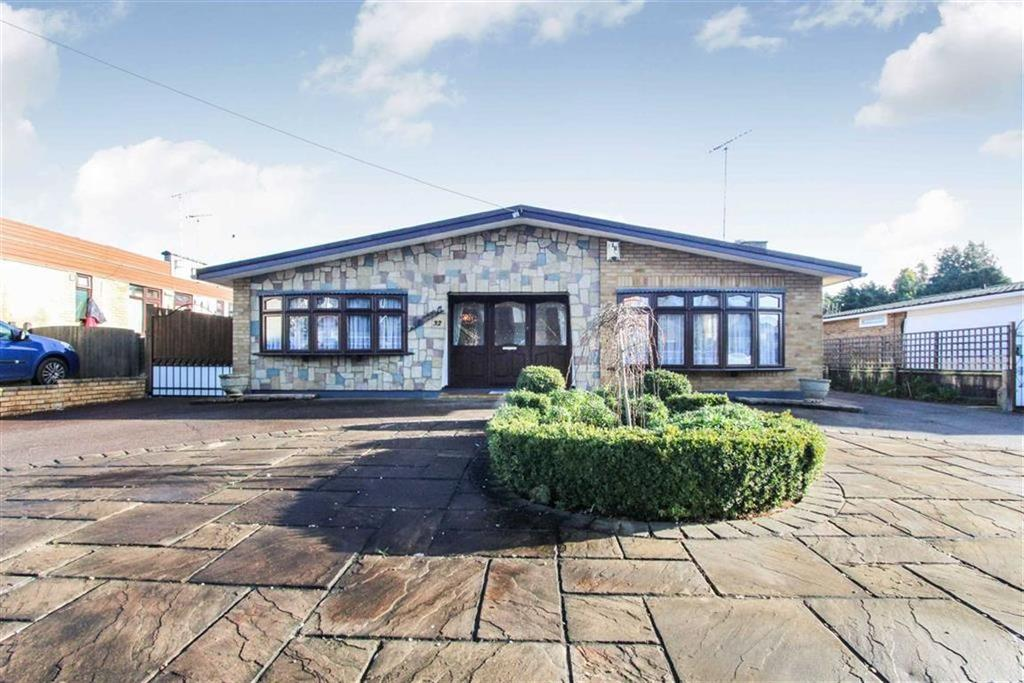 3 Bedrooms Detached Bungalow for sale in Swan Lane, Wickford, Essex