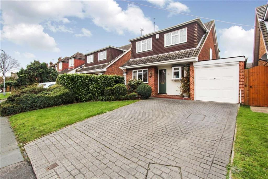 4 Bedrooms Detached House for sale in Friern Gardens, Wickford, Essex