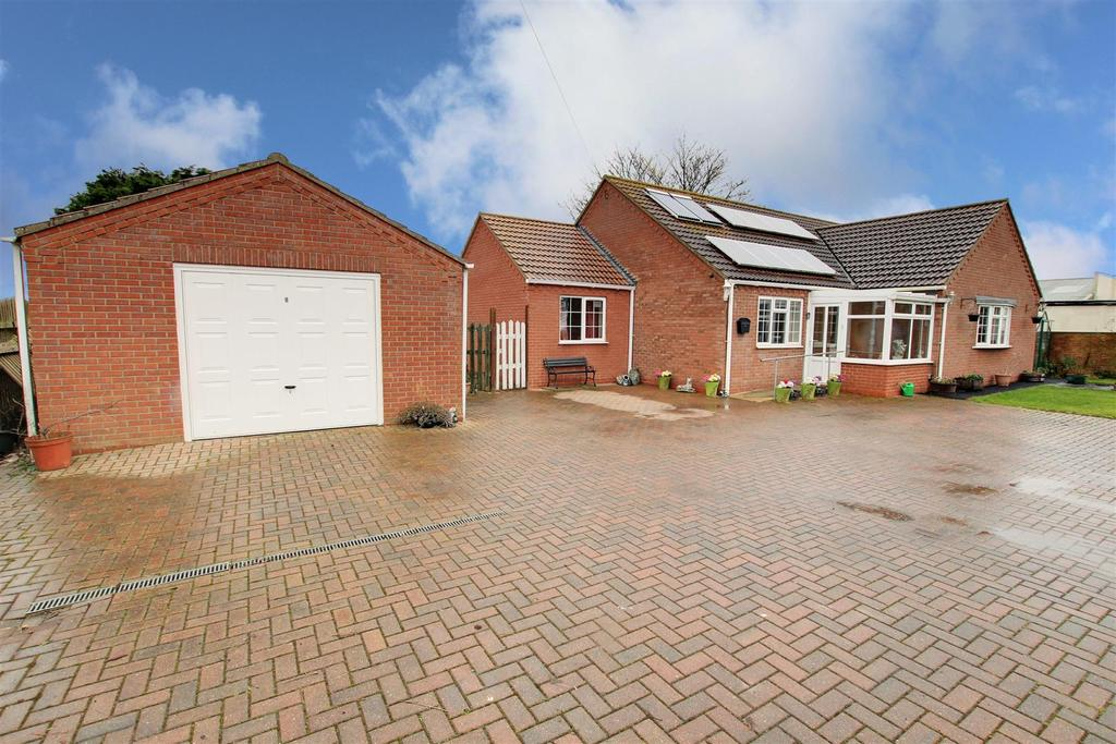 3 Bedrooms Detached Bungalow for sale in Alford Road, Mablethorpe