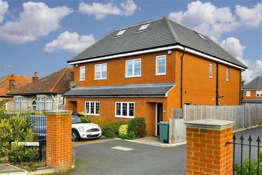 4 Bedrooms Semi Detached House for sale in Oak Tree Close, West Ewell, Surrey