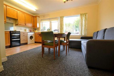 3 bedroom terraced house to rent - Baron Gardens, Barkingside, Ilford