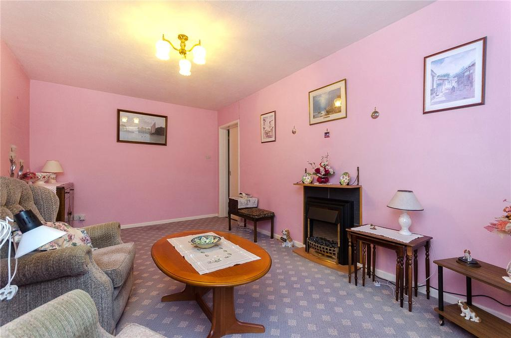Russell Crescent, Sleaford, Lincolnshire, NG34 2 bed detached ...