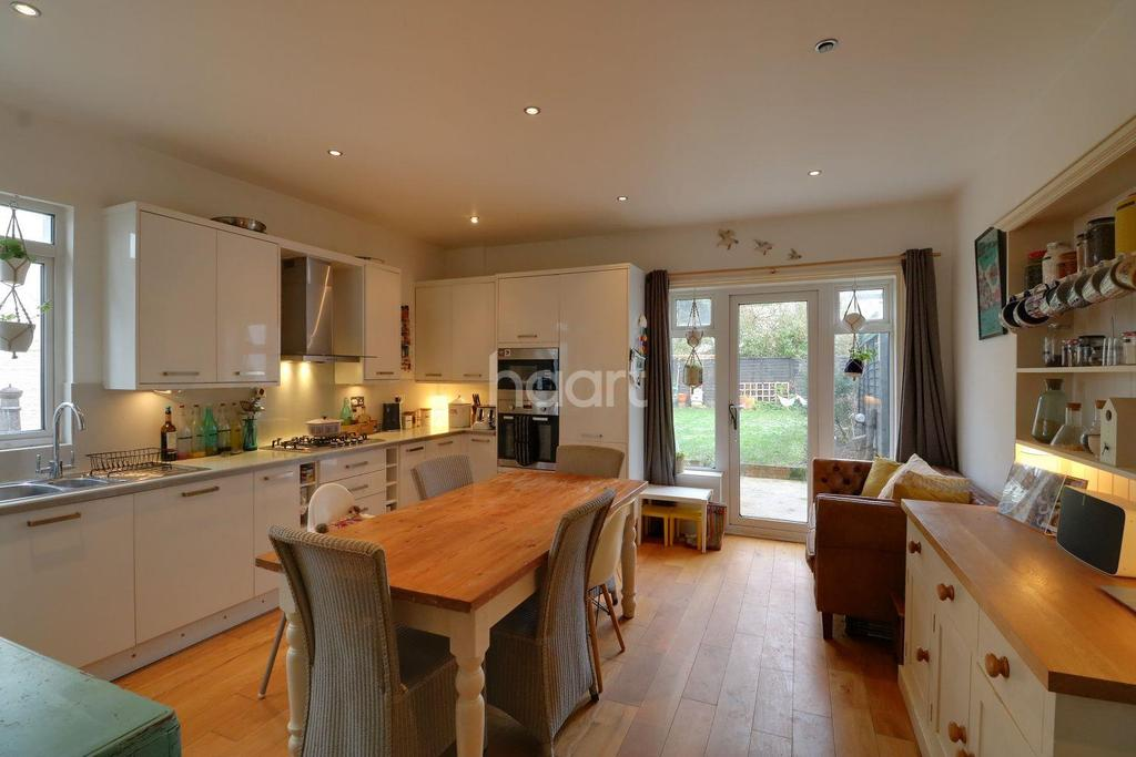 5 Bedrooms Semi Detached House for sale in Ditton Court Road, Westcliff on Sea