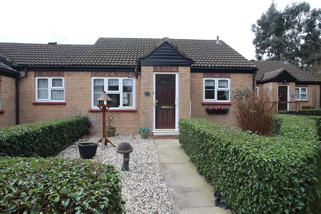 2 Bedrooms Semi Detached Bungalow for sale in Germander Place, Conniburrow, Milton Keynes