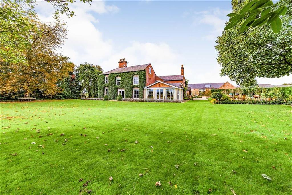 6 Bedrooms Country House Character Property for sale in Sutton Cheney