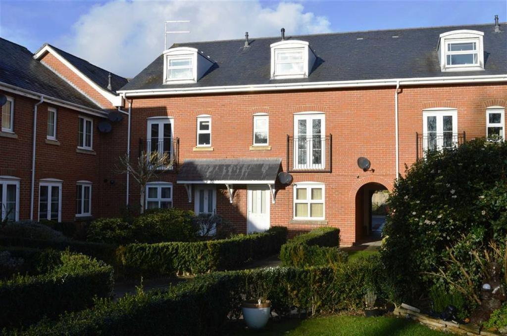 2 Bedrooms Flat for sale in Newmans Close, Wimborne, Dorset