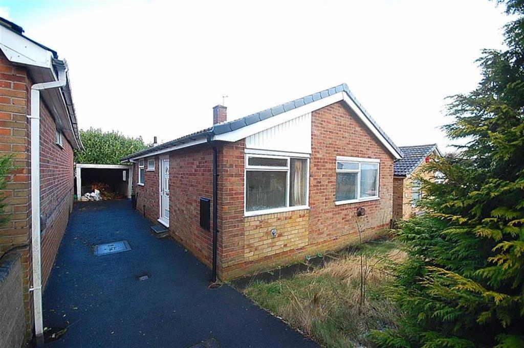 2 Bedrooms Detached Bungalow for sale in Charles Avenue, Southowram, Halifax, HX3