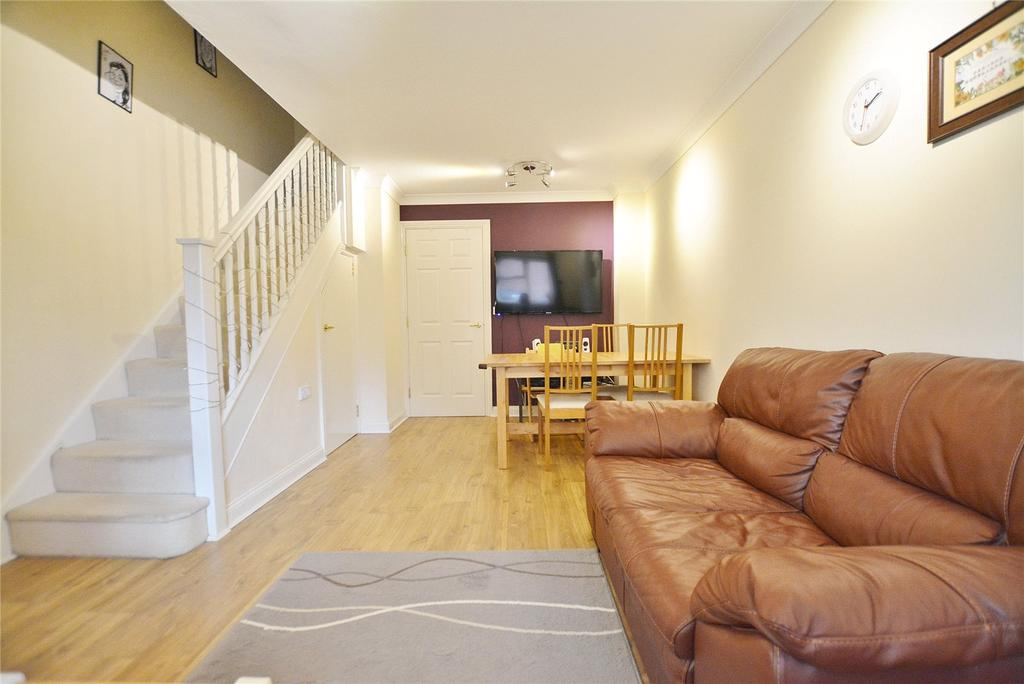 2 Bedrooms Terraced House for sale in Altham Gardens, Watford, Hertfordshire, WD19