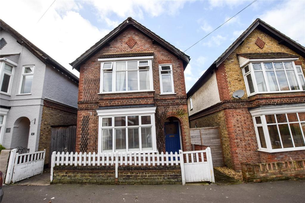 3 Bedrooms Detached House for sale in Bendysh Road, Bushey, Hertfordshire, WD23
