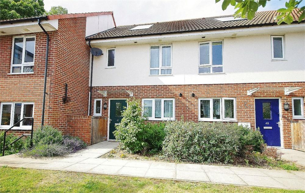 3 Bedrooms Terraced House for rent in Royal Court, Queen Marys Avenue, Watford, Hertfordshire, WD18