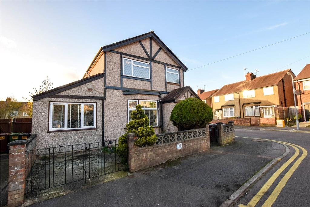 3 Bedrooms Detached House for sale in Ashdon Road, Bushey, Hertfordshire, WD23