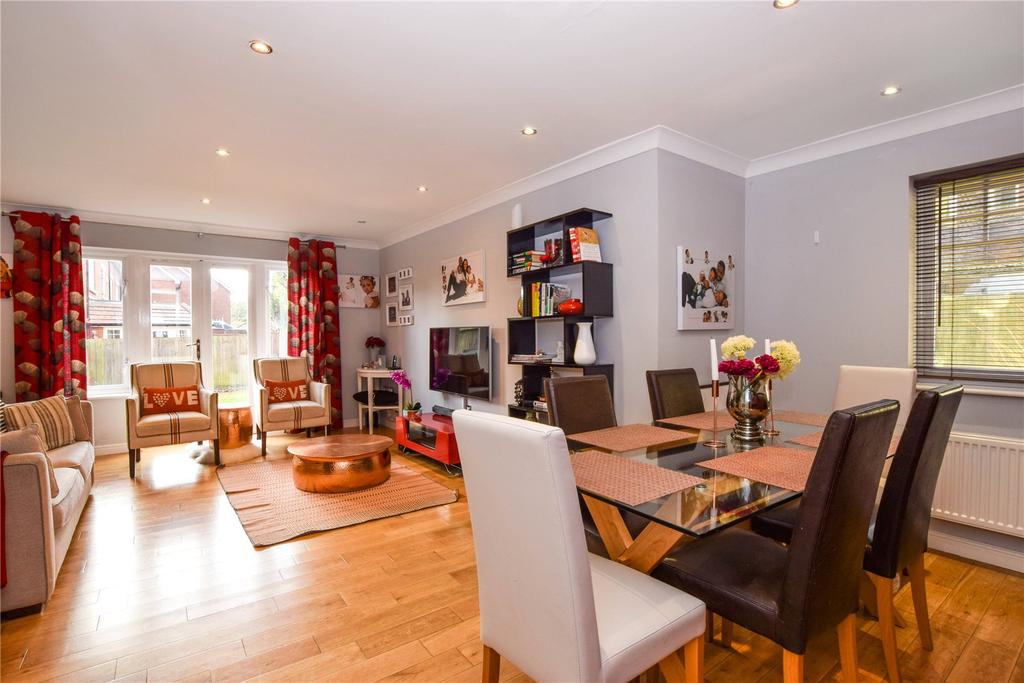 3 Bedrooms Semi Detached House for sale in Priory Fields, Watford, Hertfordshire, WD17