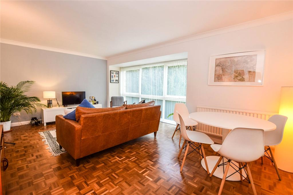 2 Bedrooms Apartment Flat for sale in The Spinney, Watford, Hertfordshire, WD17