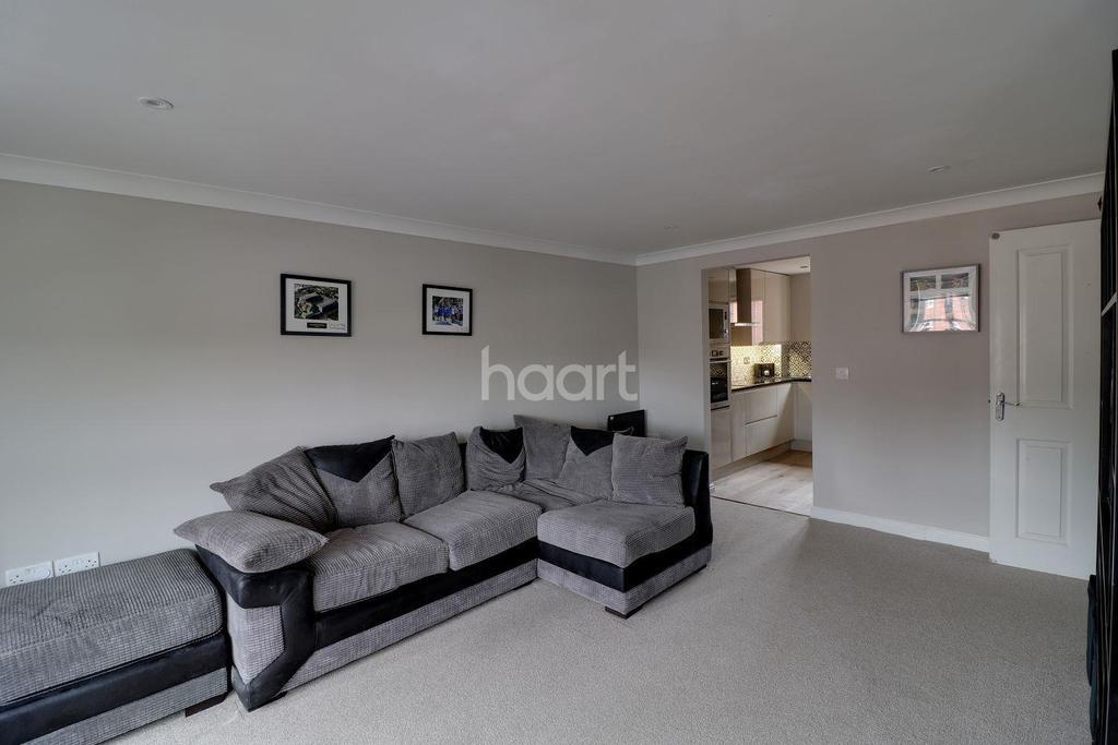 2 Bedrooms Flat for sale in Watling Gardens, Dunstable
