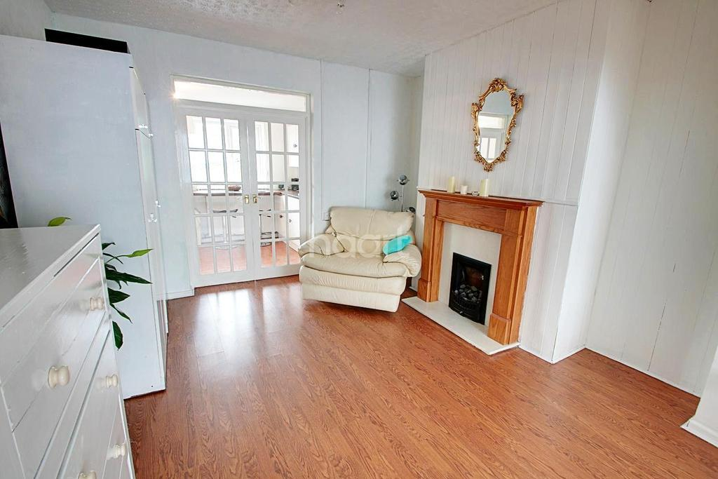 3 Bedrooms Semi Detached House for sale in Nash Road, Newport, NP19