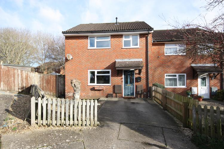 3 Bedrooms Semi Detached House for sale in Fromond Close, Lymington SO41
