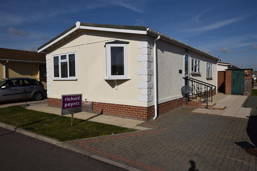 2 Bedrooms Park Home Mobile Home for sale in Kings Park, Canvey Island