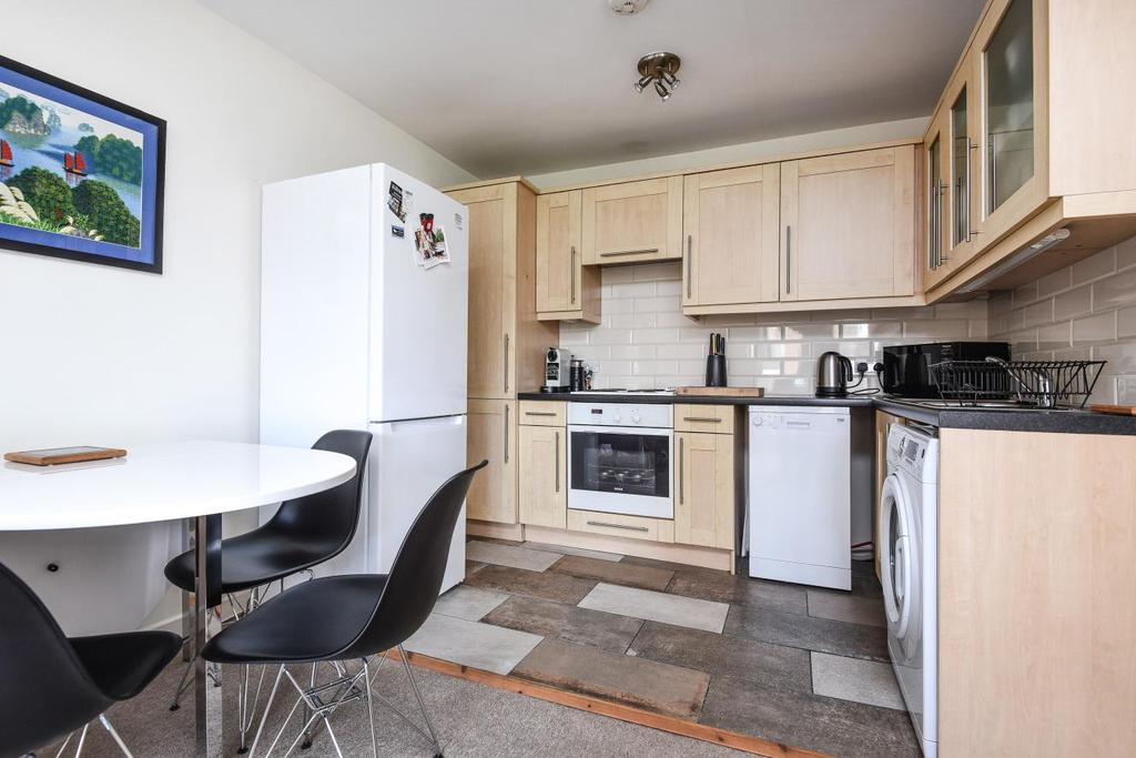 2 Bedrooms Flat for sale in Balham Hill, Balham