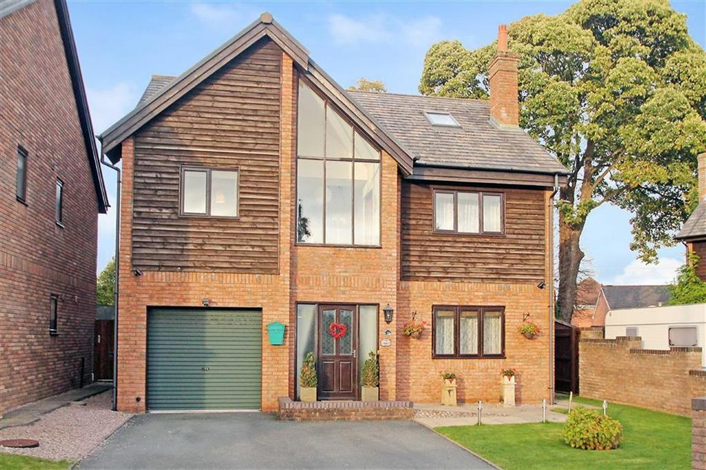6 Bedrooms Detached House for sale in Oswalds Close, Oswestry