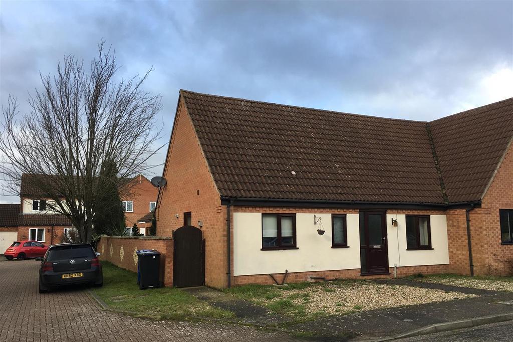 2 Bedrooms Semi Detached Bungalow for sale in Broom Walk, Beck Row