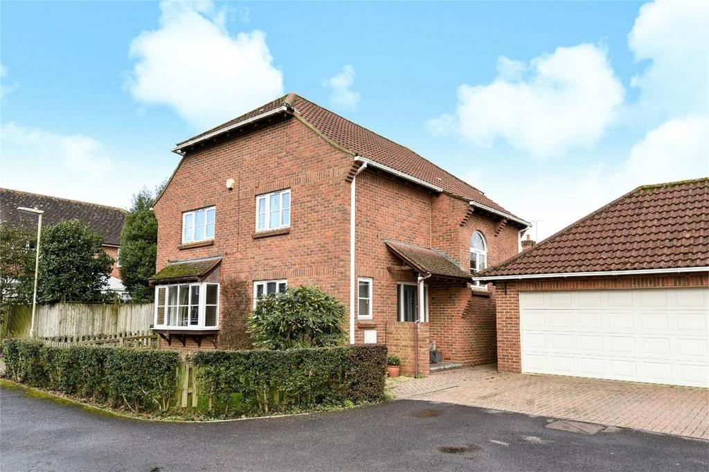 4 Bedrooms Detached House for sale in Oxlease Close, Romsey, Hampshire