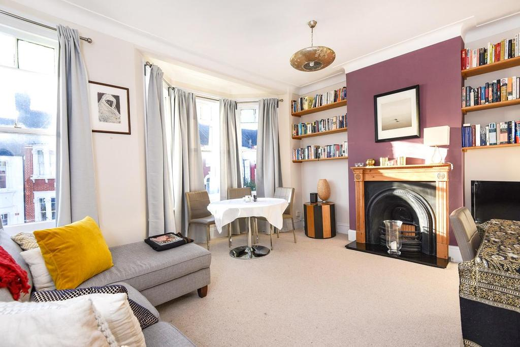2 Bedrooms Flat for sale in Beresford Road, Harringay