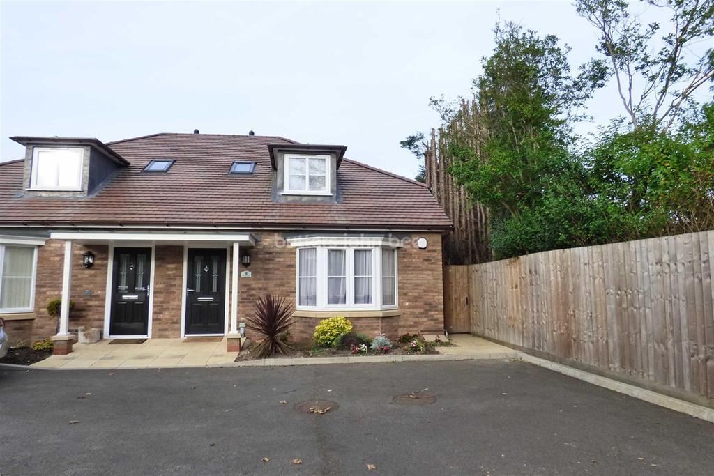3 Bedrooms Bungalow for sale in Penkridge Gardens, Oxley, Wolverhampton