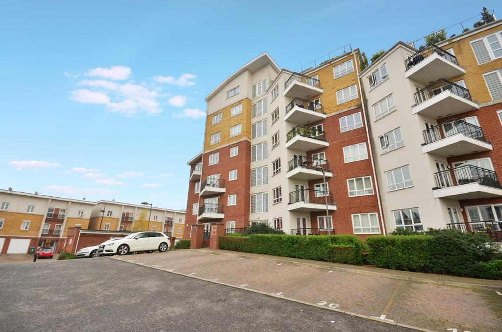 2 Bedrooms Flat for sale in Rockwell Court, The Gateway, Watford, Hertfordshire, WD18