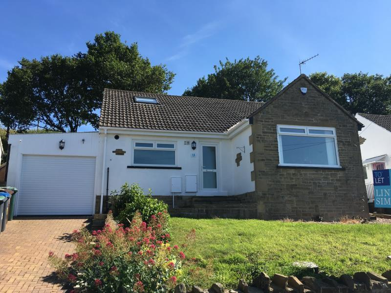3 Bedrooms Detached House for sale in HILL FOOT, SHIPLEY, BD18 4EP