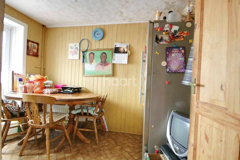4 Bedrooms Terraced House for sale in Kingley Close, Wickford