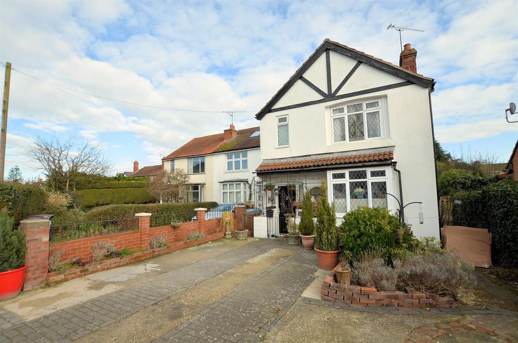 4 Bedrooms Detached House for sale in St. Michaels Road, Tilehurst, Reading