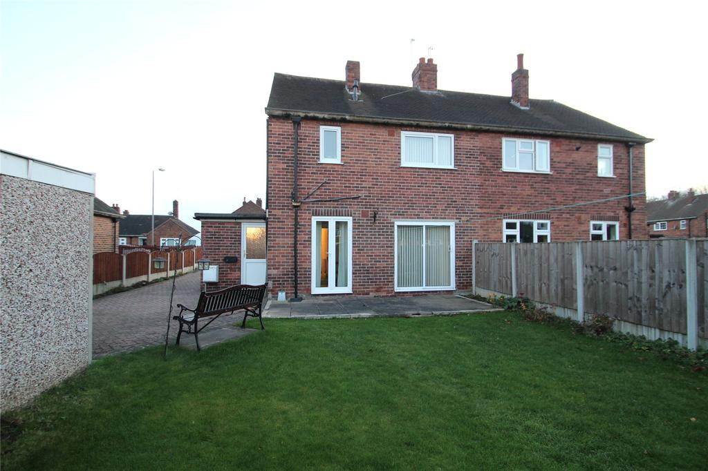 3 Bedrooms Semi Detached House for sale in Manor Drive, North Featherstone, WF7