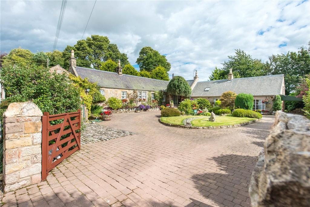2 Bedrooms Detached Bungalow for sale in Fala Acre, Fala Village, Pathhead, Midlothian