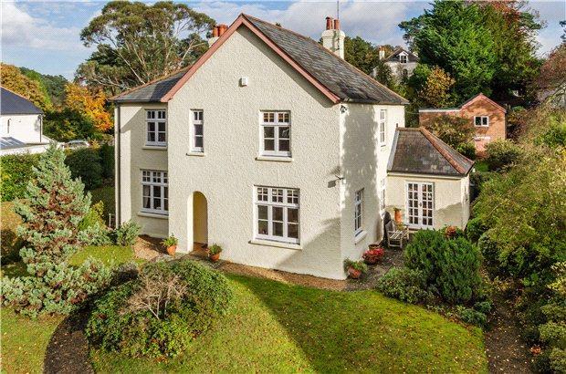5 Bedrooms Detached House for sale in Black Pond Lane, Lower Bourne, Farnham, Surrey