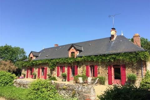 5 bedroom farm house  - Farmhouse, Near Sable Sur Sarthe, Loire Valley, France