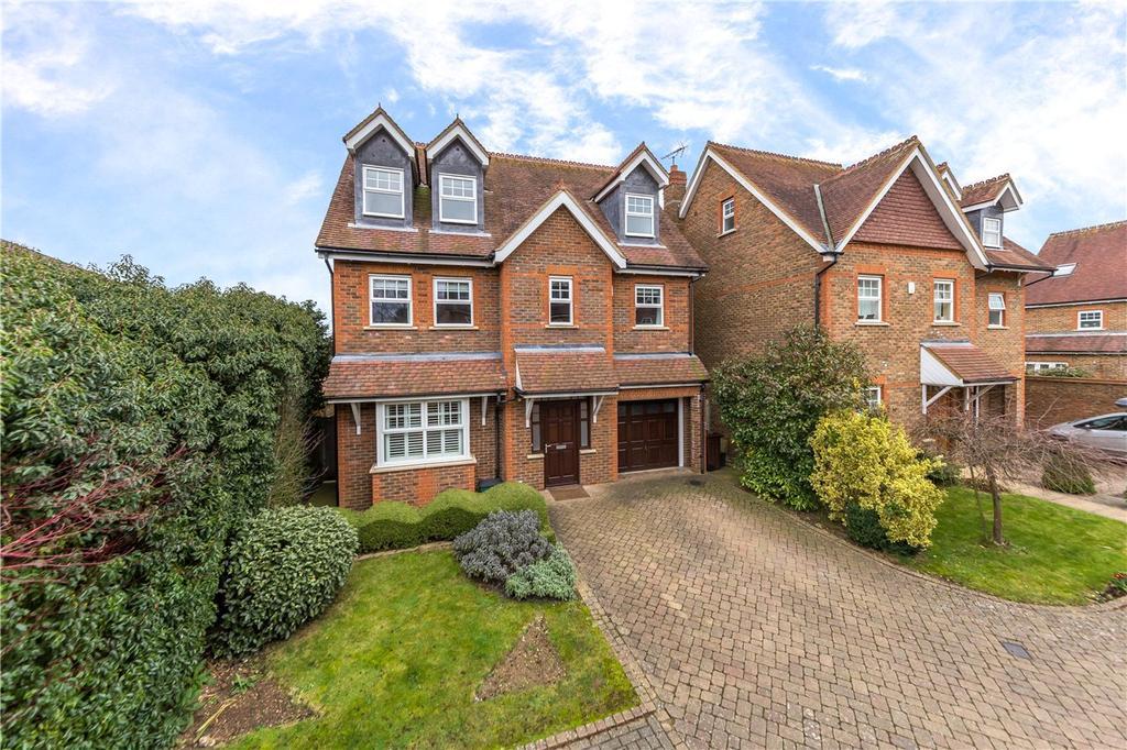 5 Bedrooms Detached House for sale in Hilltop Walk, Harpenden, Hertfordshire