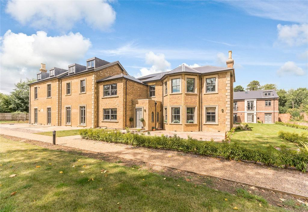 1 Bedroom Penthouse Flat for sale in Crown House, Crown Lane, Farnham Royal, Slough, SL2