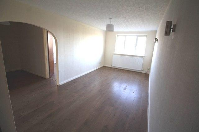 2 Bedrooms Flat for rent in Barringer Road, Mansfield, Nottingham, NG18 2DF