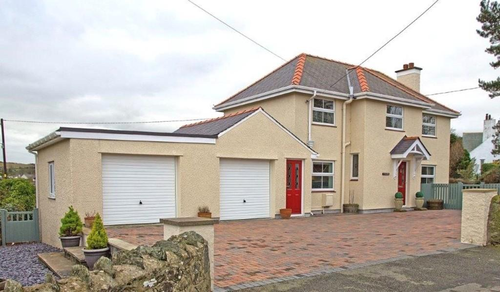 3 Bedrooms Detached House for sale in Bull Bay Road, Amlwch, North Wales
