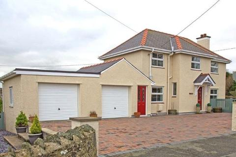 3 bedroom detached house for sale - Bull Bay Road, Amlwch, North Wales