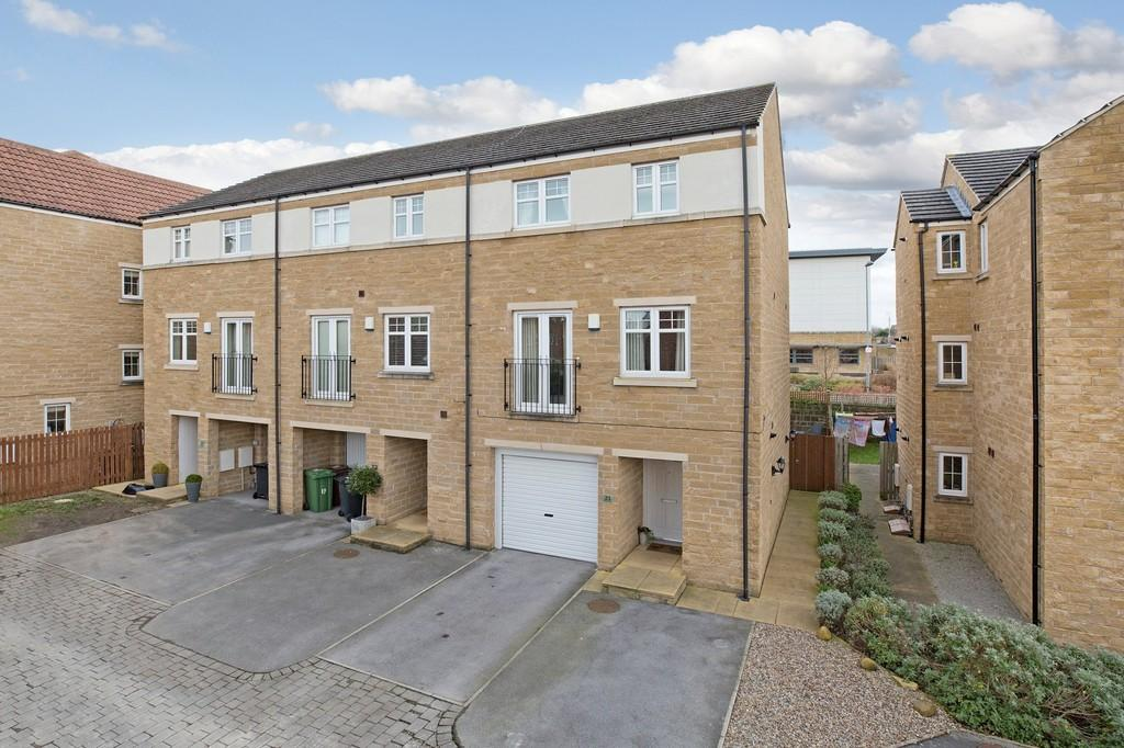 4 Bedrooms Town House for sale in Marriner Close, Otley