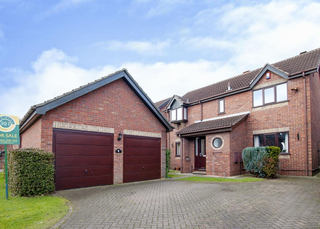 4 Bedrooms Detached House for sale in St Andrews Close, Bessacarr, Doncaster