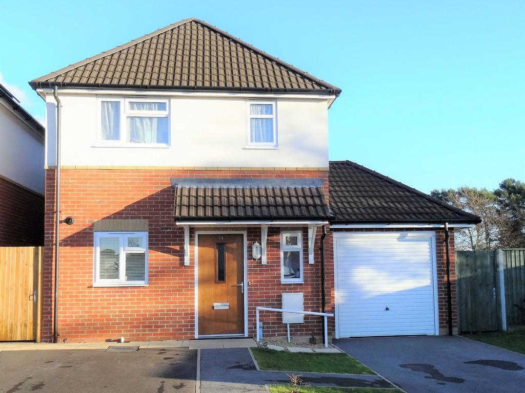 3 Bedrooms Detached House for sale in Tuckers Lane, Hamworthy