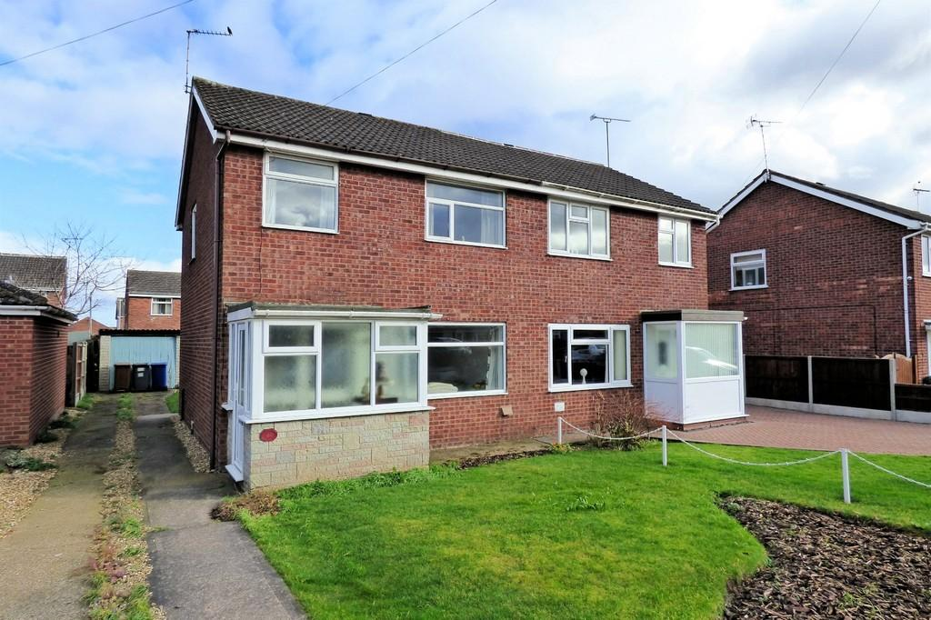 3 Bedrooms Semi Detached House for sale in Lambert Road, Uttoxeter